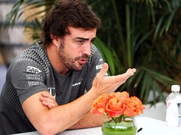 Fernando Alonso rechnet sich offenbar Chancen bei einem Topteam aus
