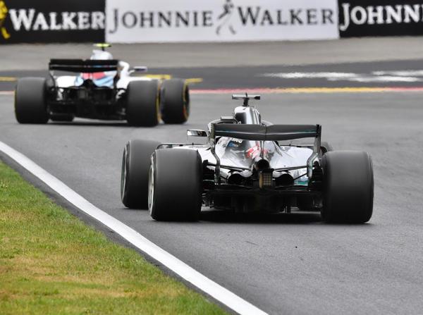 Sergei Sirotkin und Lewis Hamilton kamen sich im Qualifying ziemlich nahe