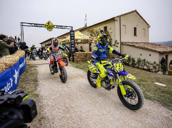 Auf seiner Ranch in Tavullia trainiert Rossi mit seinen Nachwuchspiloten